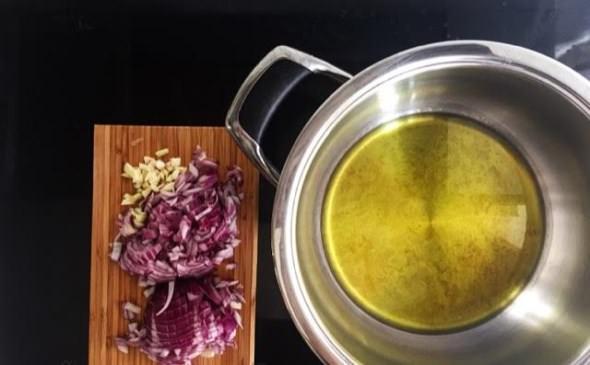 Χταπόδι κρασάτο με κοφτό μακαρονάκι: Συνταγή βήμα-βήμα!