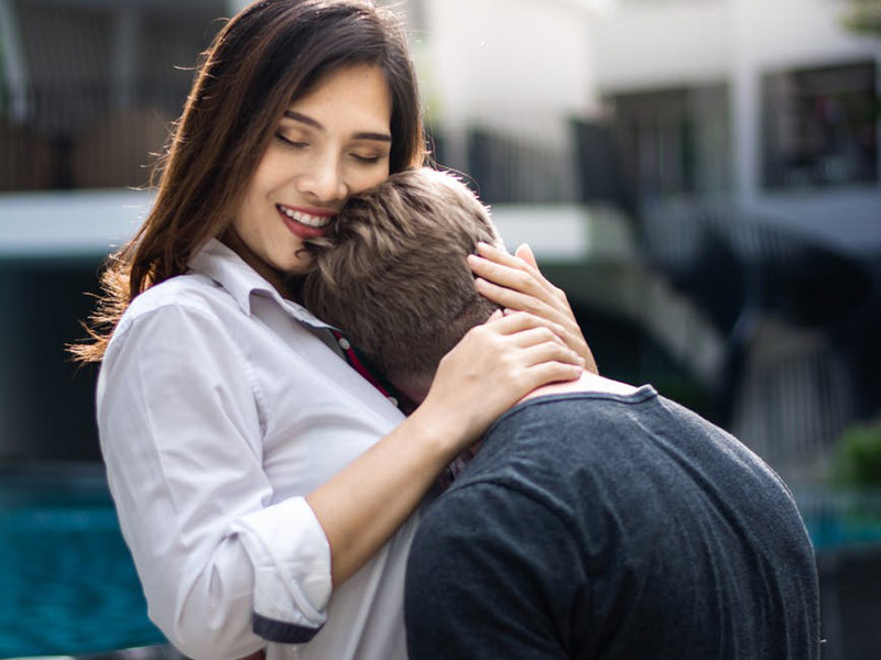 Σχέση με μεγαλύτερο: Εγώ 30, αυτός 51 – Αποφασίσαμε να παντρευτούμε αλλά…