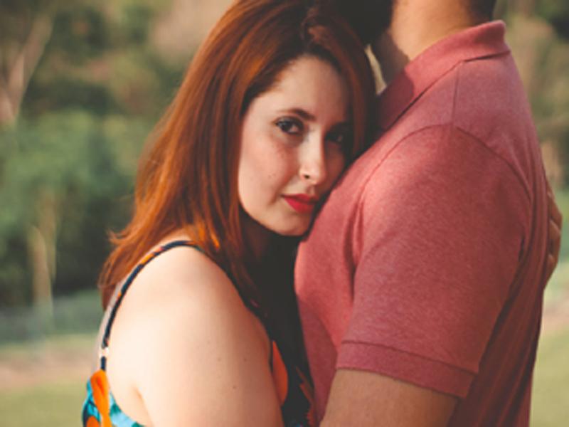 Ο πρώην μού κάνει τη ζωή μαρτύριο: Τον φοβάμαι γιατί με απειλεί