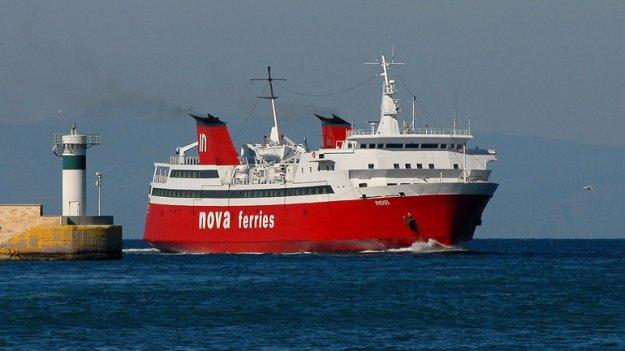 Βλάβη στο πλοίο «Φοίβος» στον Πόρο – Απαγορεύτηκε ο απόπλους