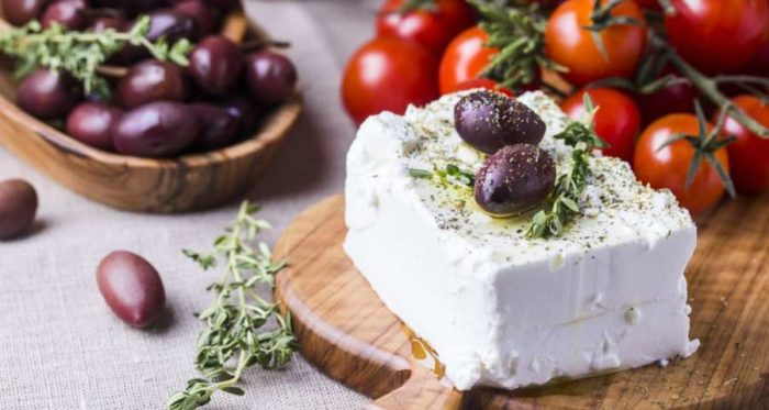 Πώς θα διατηρήσεις τη φέτα στο ψυγείο για μήνες