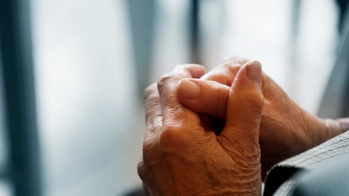 Φρικτή ομολογία 39χρονης για τη δολοφονία 80χρονης στα Καμίνια: Ήταν ζόρικη η γιαγιά