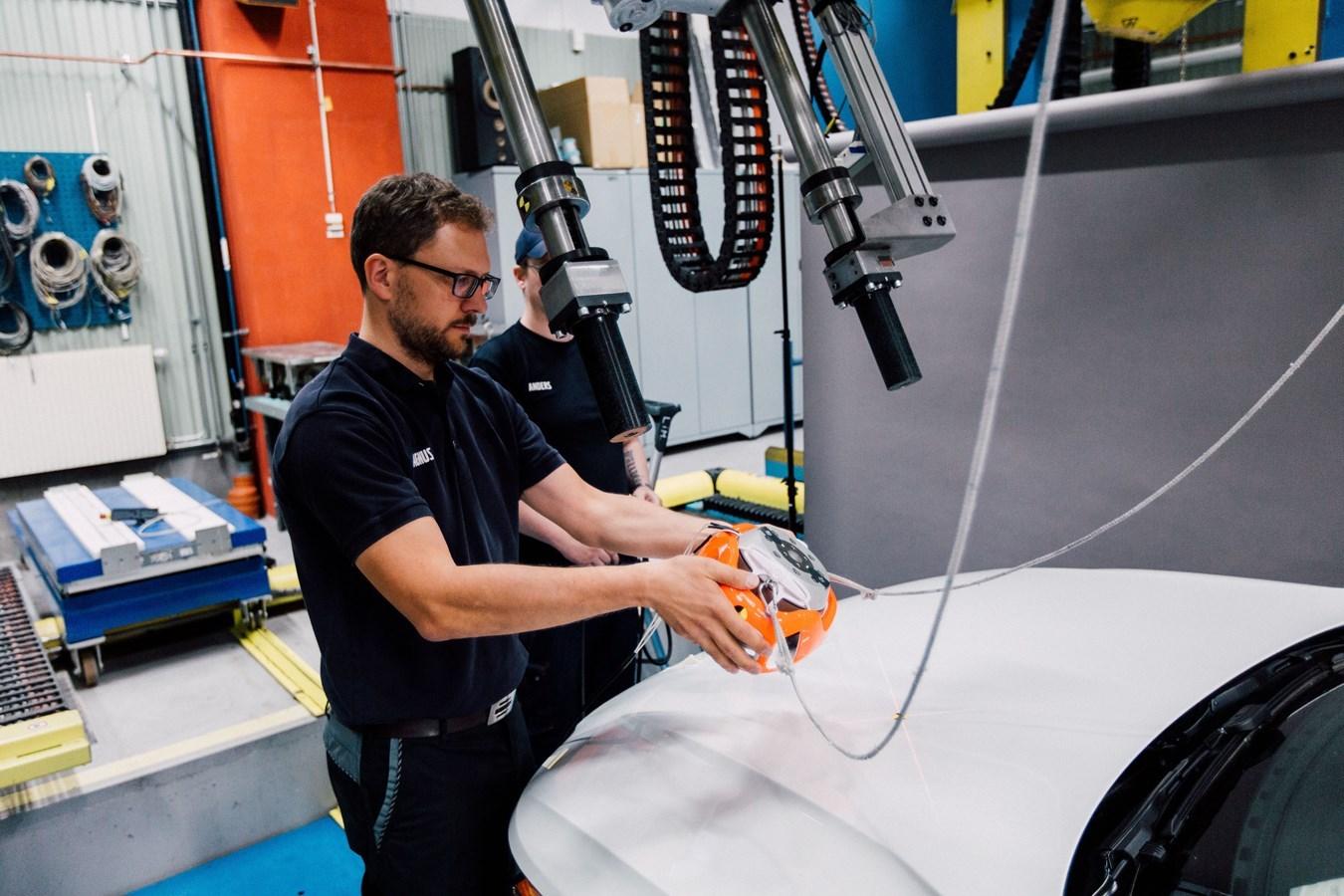 Η Volvo και η POC αναπτύσσουν το πρώτο crash test στον κόσμο για κράνη ποδηλάτου