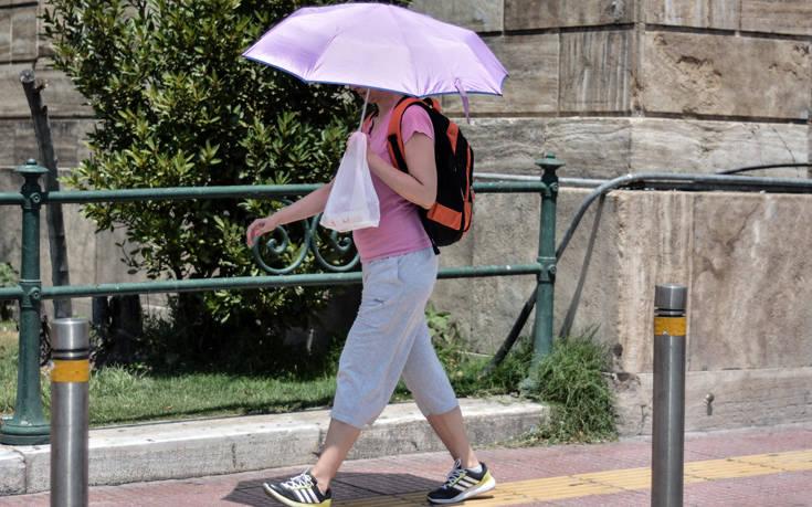 Καιρός: Στο «κόκκινο» η θερμοκρασία και τη Δευτέρα