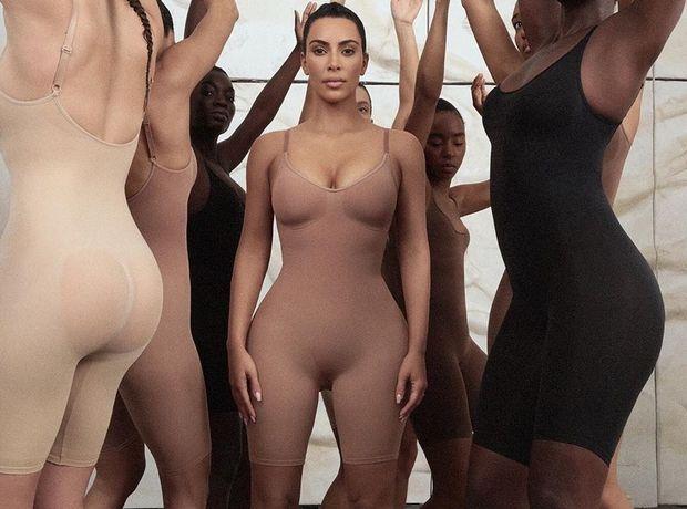"""Η Kim Kardashian """"κατακρεούργησε"""" την ιαπωνική κουλτούρα με τη νέα σειρά εσωρούχων της"""