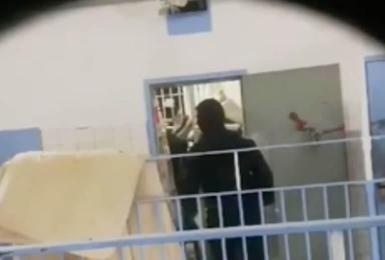 Κρατούμενοι βιντεοσκοπούν επιχείρηση της ΕΛΑΣ στον Κορυδαλλό [βίντεο]