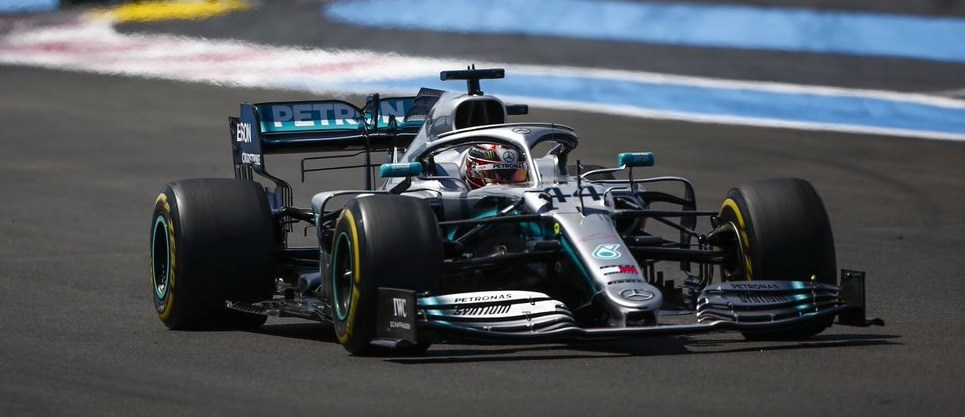 Τους κάνει… πλάκα ο Χάμιλτον! Νέο 1-2 της Mercedes!