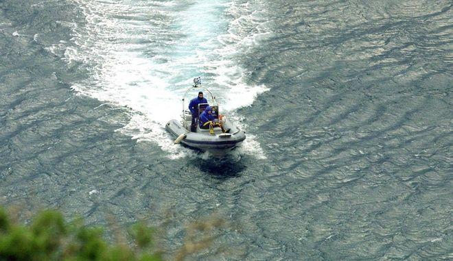 Βόλος: Οι άνεμοι παρέσυραν και ανέτρεψαν φουσκωτό με τρεις επιβάτες