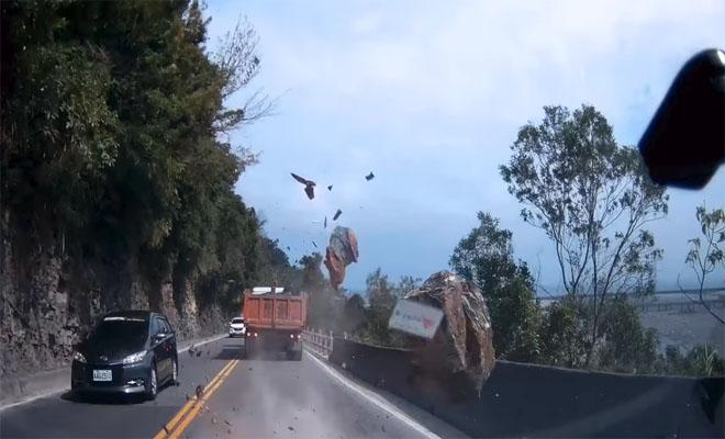 Σοκαριστικό περιστατικό καταγράφηκε σε βίντεο – Κατολίσθηση βράχου παραλίγο να καταλήξει σε τραγωδία