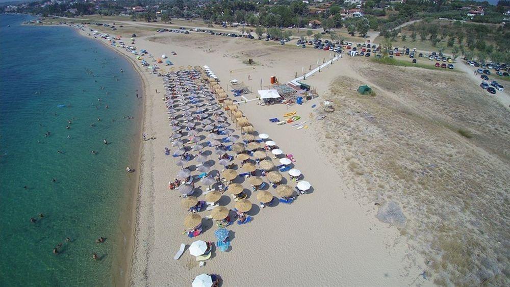 """Χαλκιδική: Ιδιοκτήτης beach bar """"τρολάρει"""" τους τουρίστες από τη Βόρεια Μακεδονία με τον κωδικό του wifi"""