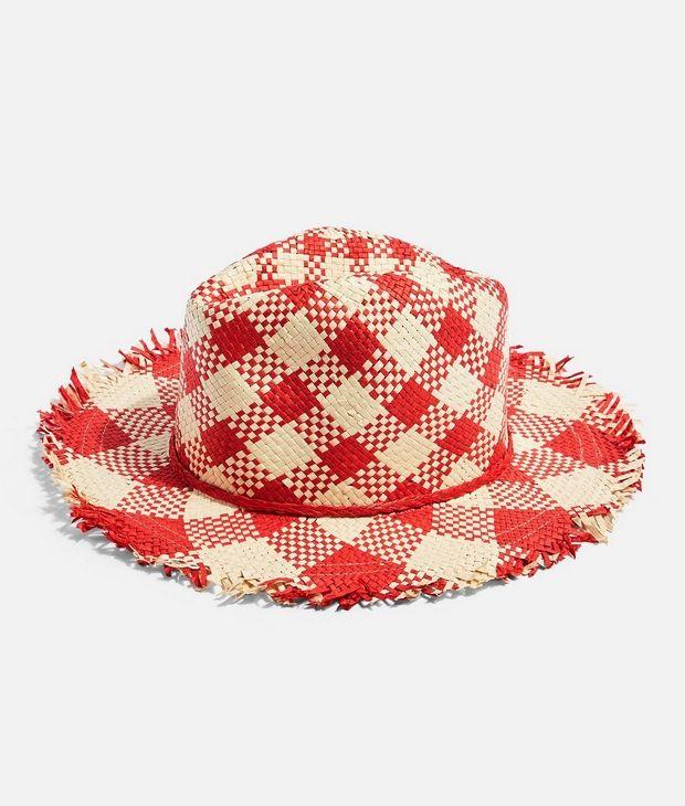 H Δούκισσα Νομικού λατρεύει τα καπέλα θαλάσσης και σου βρήκαμε 8 για να δοκιμάσεις κι εσύ