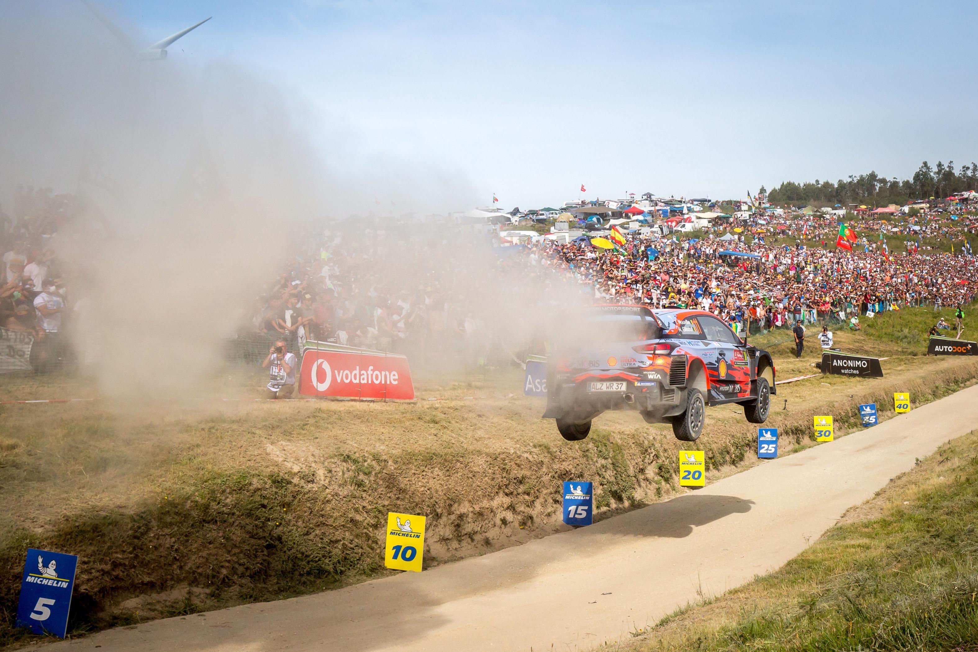 O Neuville στο βάθρο του Rally de Portugal