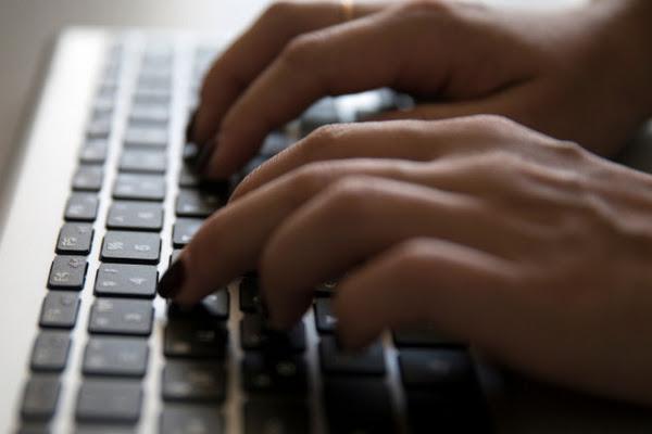Συνελήφθη γυναίκα που ανέβαζε στο διαδίκτυο πορνογραφικό υλικό με ανήλικες