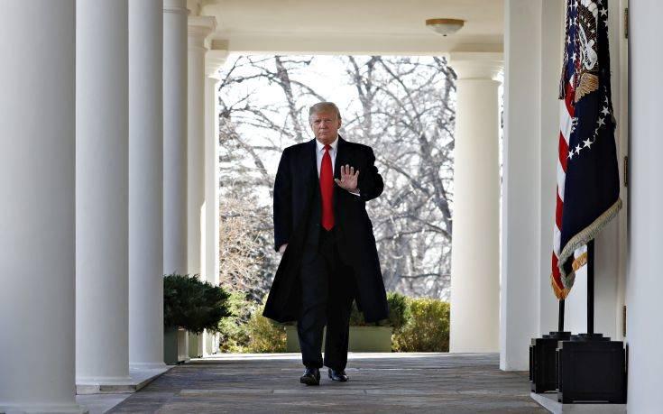 «Δύσκολη» προς το παρών η έναρξη διαδικασίας παύσης του Τραμπ
