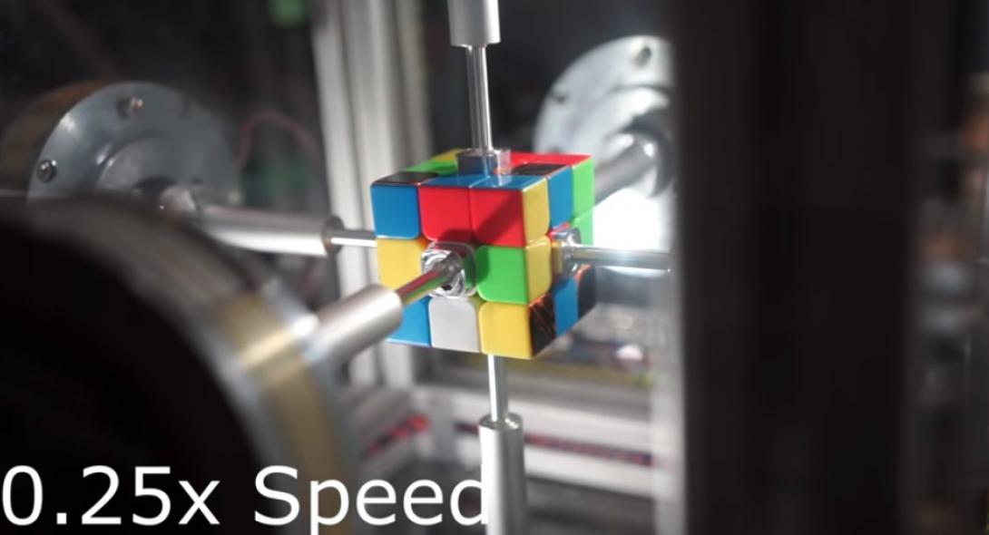 Ρομπότ λύνει τον κύβο του Ρούμπικ σε 0,38 δευτερόλεπτα [βίντεο]