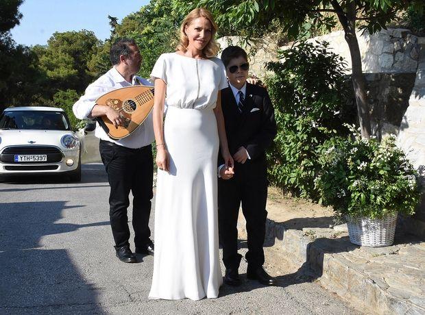 Το υπέρκομψο νυφικό της Τζένης Μπαλατσινού μας υπενθυμίζει γιατί αυτά τα 6 λευκά φορέματα είναι must