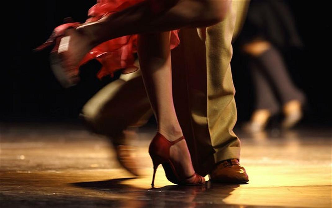 Κρήτη: Κουμπάροι αλληλομηνύθηκαν και έπαιξαν ξύλο εξαιτίας ενός χορού