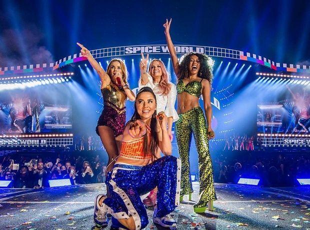 Spice World 2019: Τα looks των Spice Girls στην περιοδεία είναι μια ωδή στο iconic στιλ του γυναικείου γκρουπ