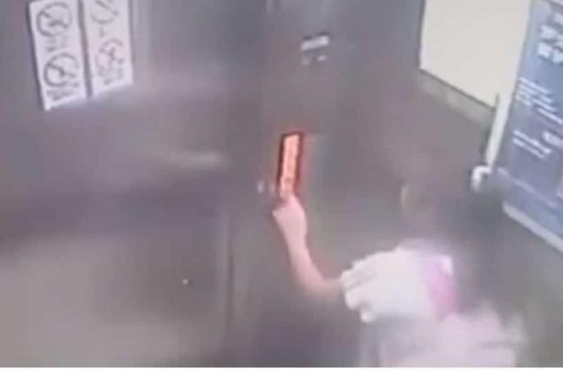 Η στιγμή που 9χρονη προσπαθεί να σταματήσει ασανσέρ που πέφτει από τον 19ο όροφο [βίντεο]