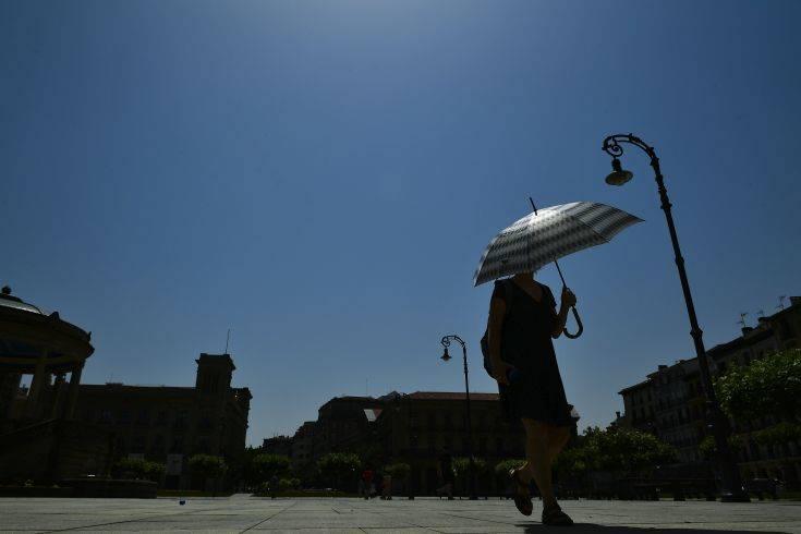 Ο καύσωνας στην Ευρώπη έχει προκαλέσει 8 θανάτους, πυρκαγιές και καταστροφές