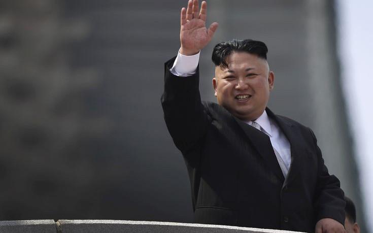 Ο Κιμ Γιονγκ Ουν επιθεώρησε νέο υποβρύχιο
