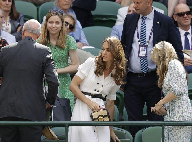 Η Κate Middelton στα λευκά μας υπενθυμίζει γιατί χρειαζόμαστε αυτά τα 7 φορέματα για το καλοκαίρι