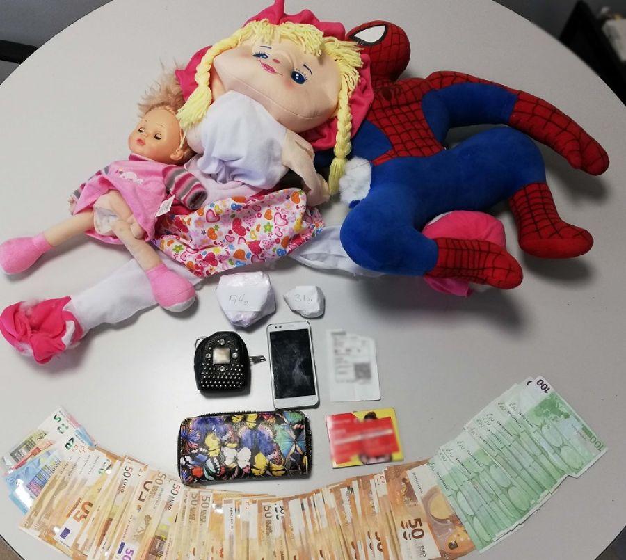 Θεσσαλονίκη: Έκρυβαν κοκαΐνη σε παιδικές κούκλες (εικόνα)