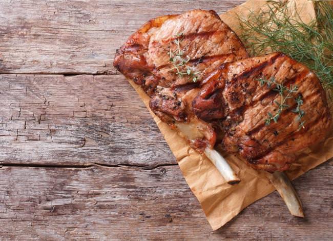 Τι να κάνω για να μην σκληρύνει το κρέας στο μαγείρεμα;