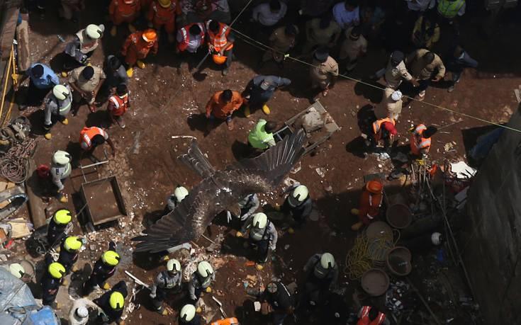 Στους 13 οι νεκροί από την κατάρρευση κτιρίου στην Ινδία