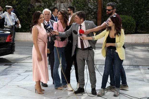 Καλεσμένη σε γάμο; Η Όλγα Κεφαλογιάννη σου δείχνει το επόμενό σου outfit