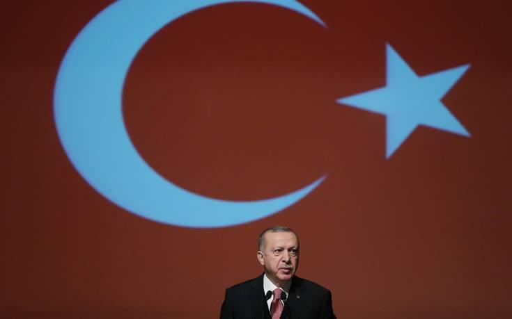 Ερντογάν: Μικρή χώρα η Ελλάδα, βρέθηκε πάνω μας ως «δαμόκλειος σπάθη»