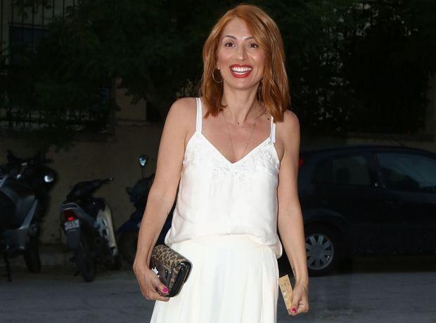 Σου βρήκαμε τη φούξια ολόσωμη φόρμα της Μαρίας Ηλιάκη. Tώρα ξέρεις τι να φορέσεις στον επόμενο γάμο