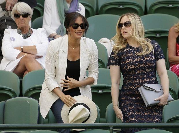 Σου βρήκαμε τα 3 key items που ανέδειξαν το κομψό look της Meghan Markle στο Wimbledon