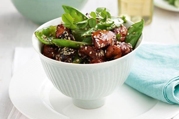 Καραμελωμένο κοτόπουλο με σουσάμι για εσένα που είσαι λάτρης της ασιατικής κουζίνας