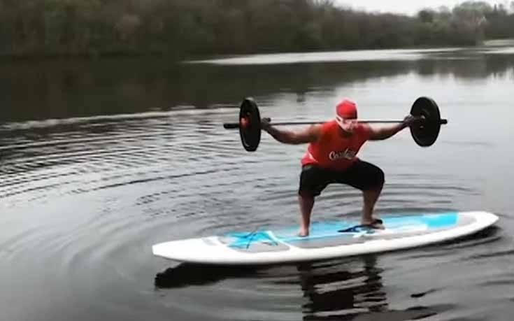 Ο 50χρονος που κάνει γυμναστική με τους πιο απίθανους τρόπους