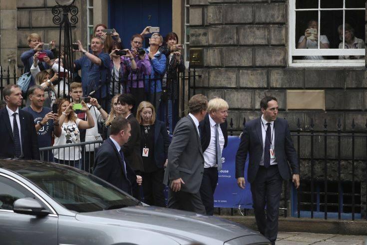 Ο Μπόρις Τζόνσον αποδοκιμάστηκε από συγκεντρωμένο πλήθος στο Εδιμβούργο