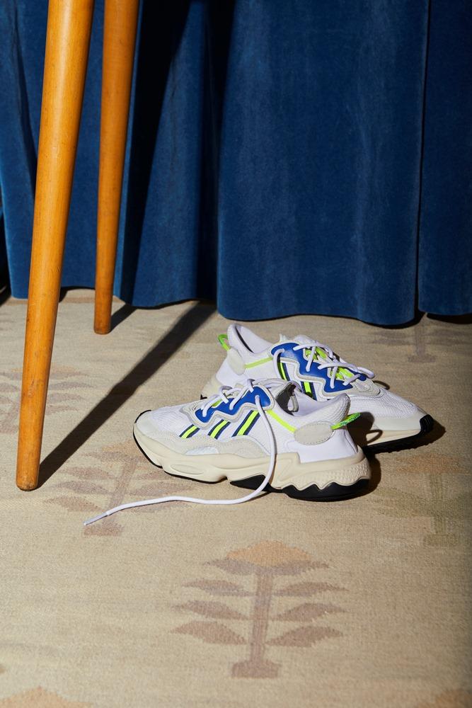 Τα adidas Originals μας ξανασυστήνουν το OZWEEGO, το αγαπημένο sneaker της δεκαετίας του '90