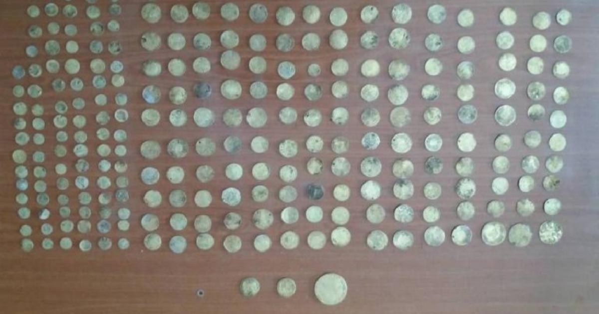 Τούρκος υπήκοος συνελήφθη με 1.055 αρχαία νομίσματα κρυμμένα σε μπουκαλάκια νερού