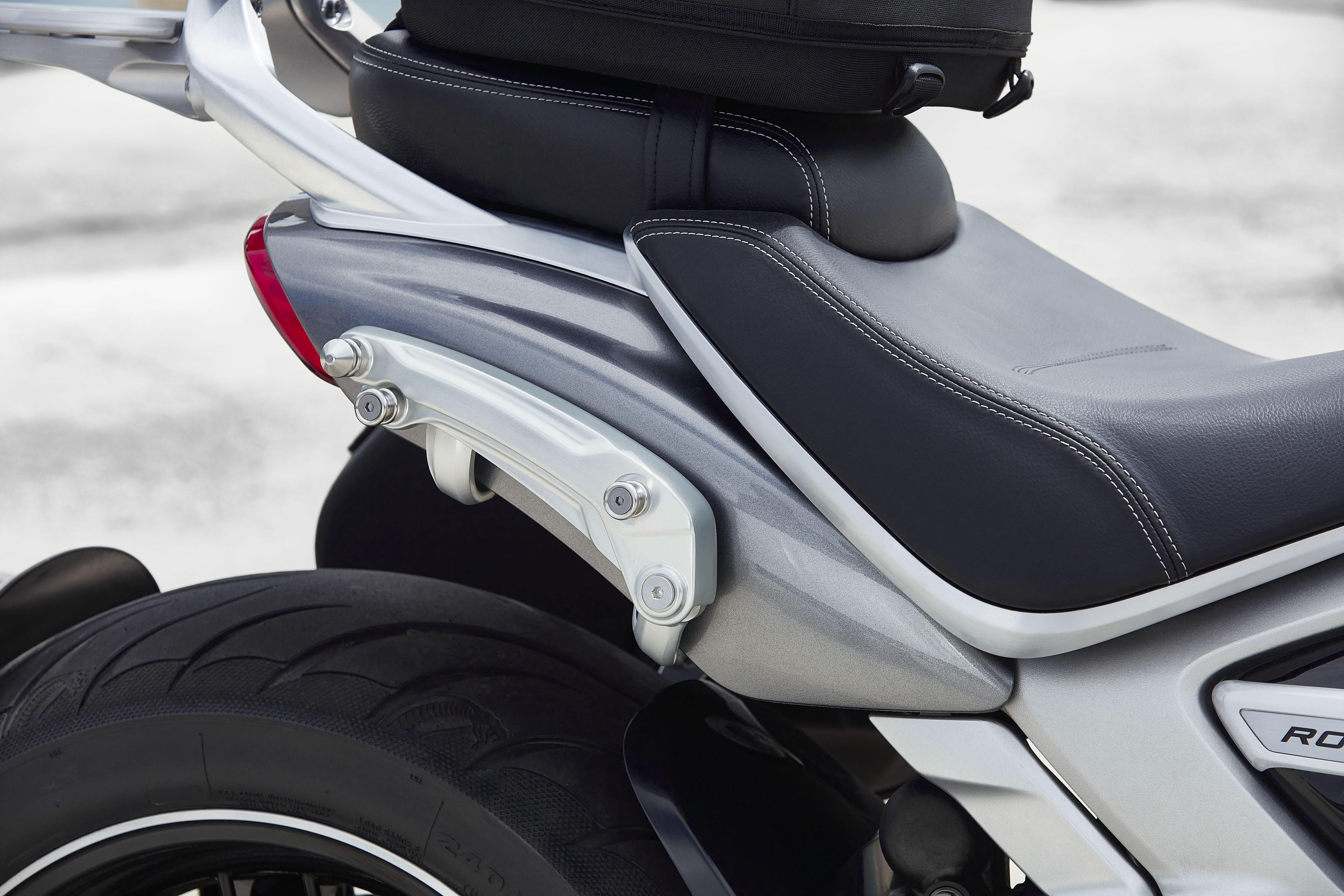TRIUMPH ROCKET 3 R & GT: Η απόλυτη μοτοσικλέτα υψηλών επιδόσεων έρχεται το 2020