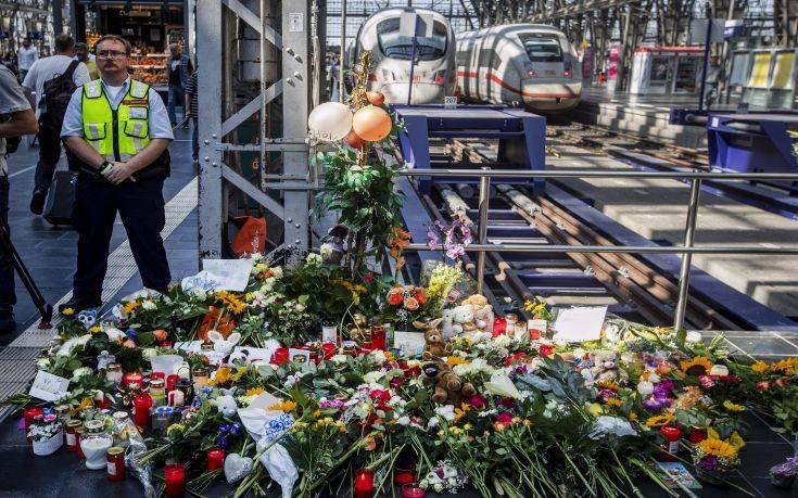 Γερμανία: Άγνωστα τα κίνητρα του άνδρα που έσπρωξε τον 8χρονο στις γραμμές του τρένου