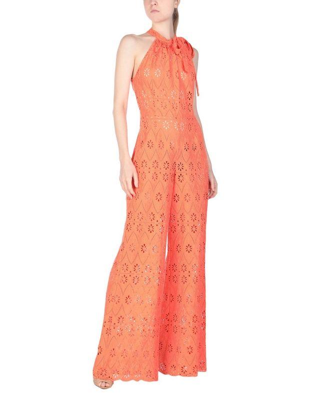Σου βρήκαμε τη φούξια ολόσωμη φόρμα της Μαρίας Ηλιάκη. Mόλις βρήκες το τέλειο ρούχο για γάμο