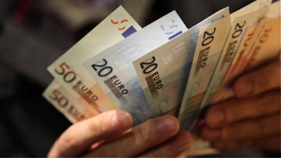 Μεικτός μισθός 391,32 ευρώ για 1 στους 3 εργαζομένους
