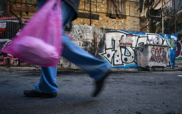 Οι Έλληνες δουλεύουν 180 μέρες το χρόνο για να πληρώνουν φόρους και εισφορές