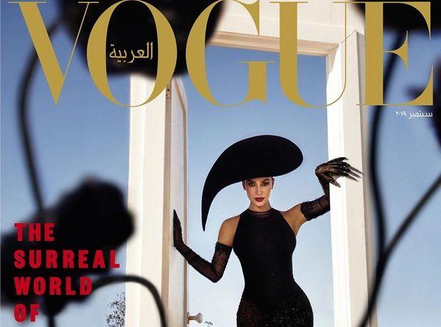 Η Kim Kardashian στη Vogue Arabia με κορσέ Thierry Mugler και εννοείται πως η μέση της είναι μικρότερη από την περίμετρο της Γης