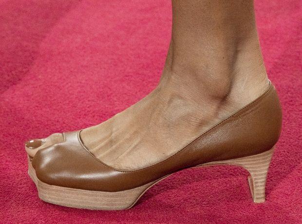 """Η τάση των big toe παπουτσιών """"εξυμνεί"""" το μεγάλο δάχτυλο"""