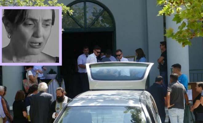 Συγγενείς και φίλοι αποχαιρέτισαν με θλίψη την Ελισάβετ Ναζλίδου