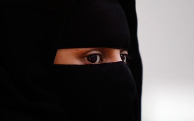 Ολλανδία: Απαγορεύεται η μπούρκα ή το νικάμπ σε δημόσιους χώρους