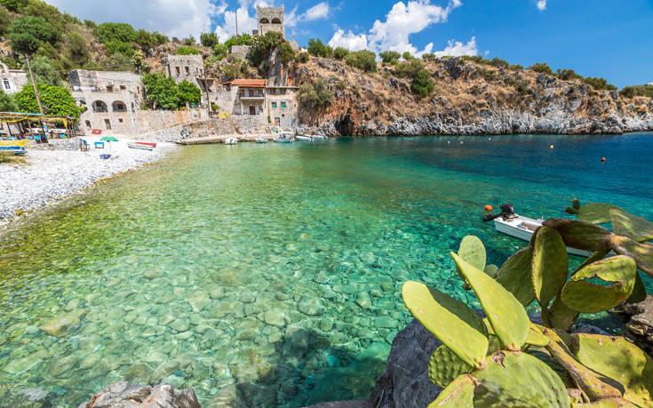 H μυστική παραλία στη Λακωνική Μάνη