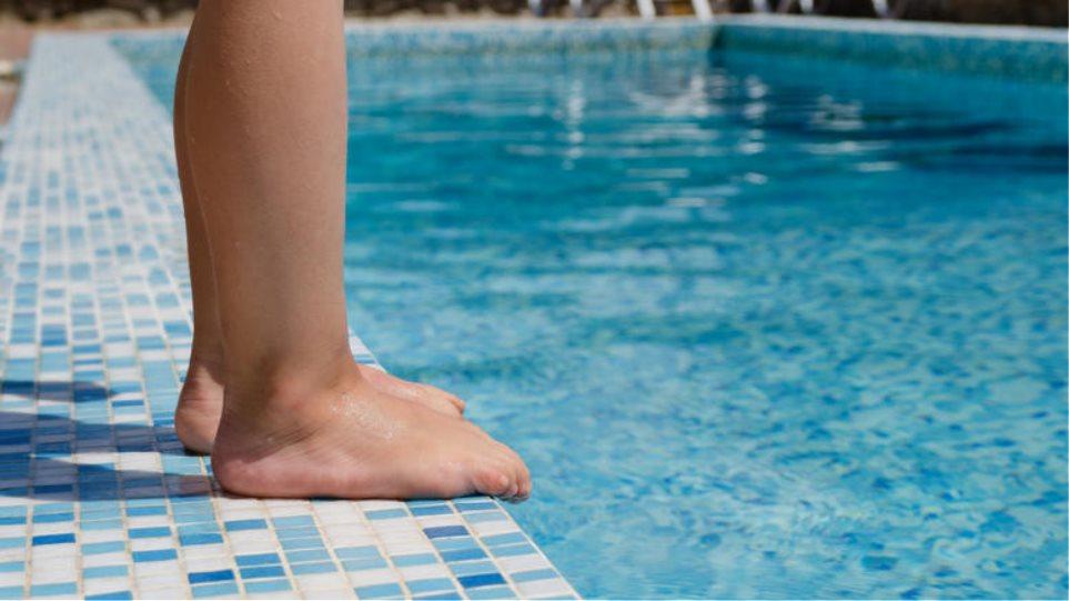 Να αποδοθούν ευθύνες ζητά ο πατέρας των κοριτσιών που πνίγηκαν στην πισίνα στη Ρόδο