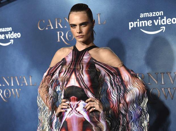 Η Cara Delevingne με 3D avant-garde φόρεμα είναι σαν μια σύγχρονη ηρωίδα από το Star Wars